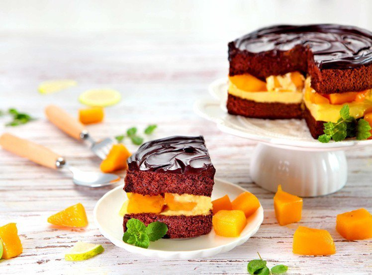 BLACK As Chocolate鮮芒果礦石蛋糕,6吋售價950元、8吋售價1...