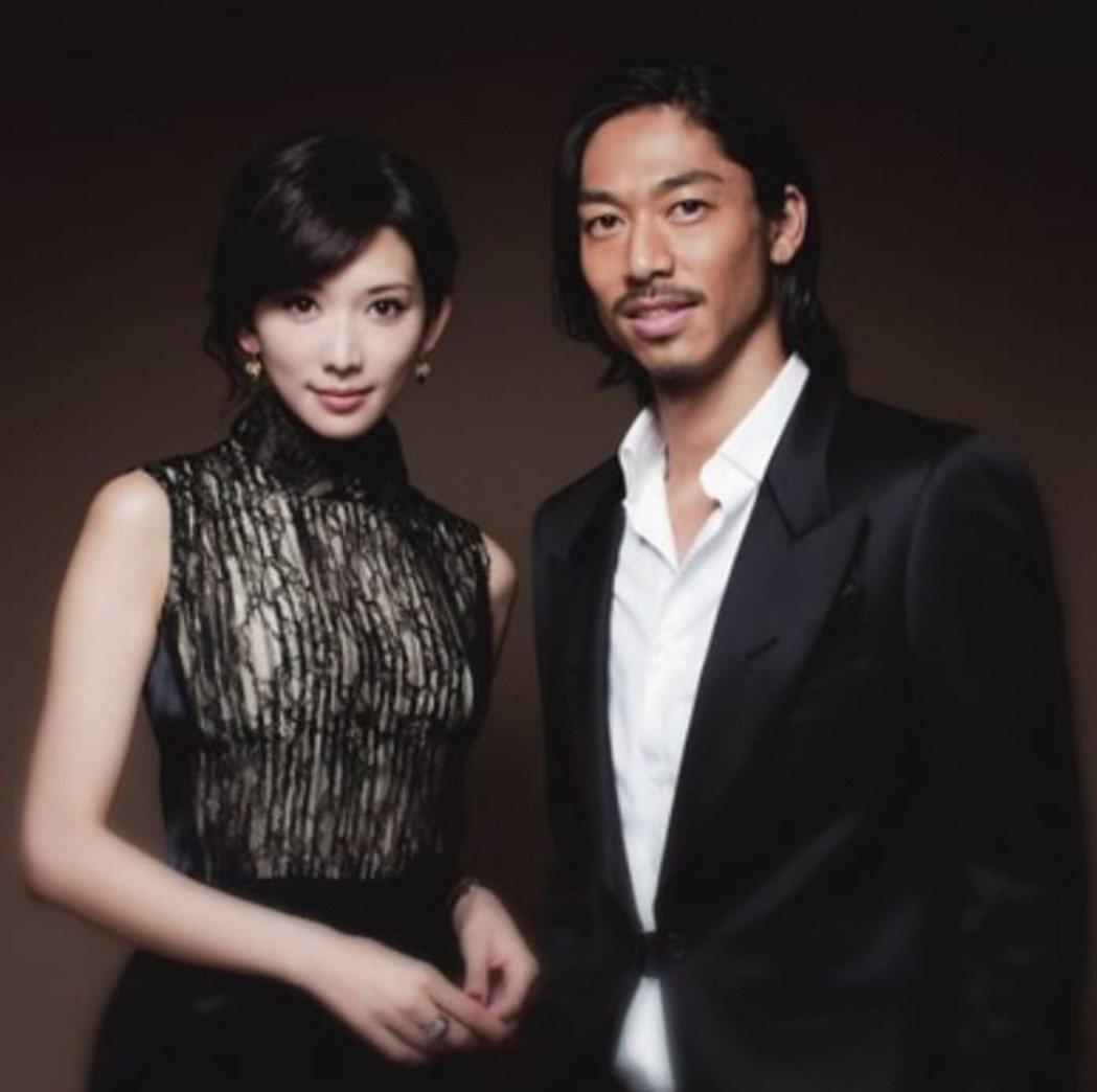 林志玲與AKIRA公布結婚喜訊。圖/LDH提供