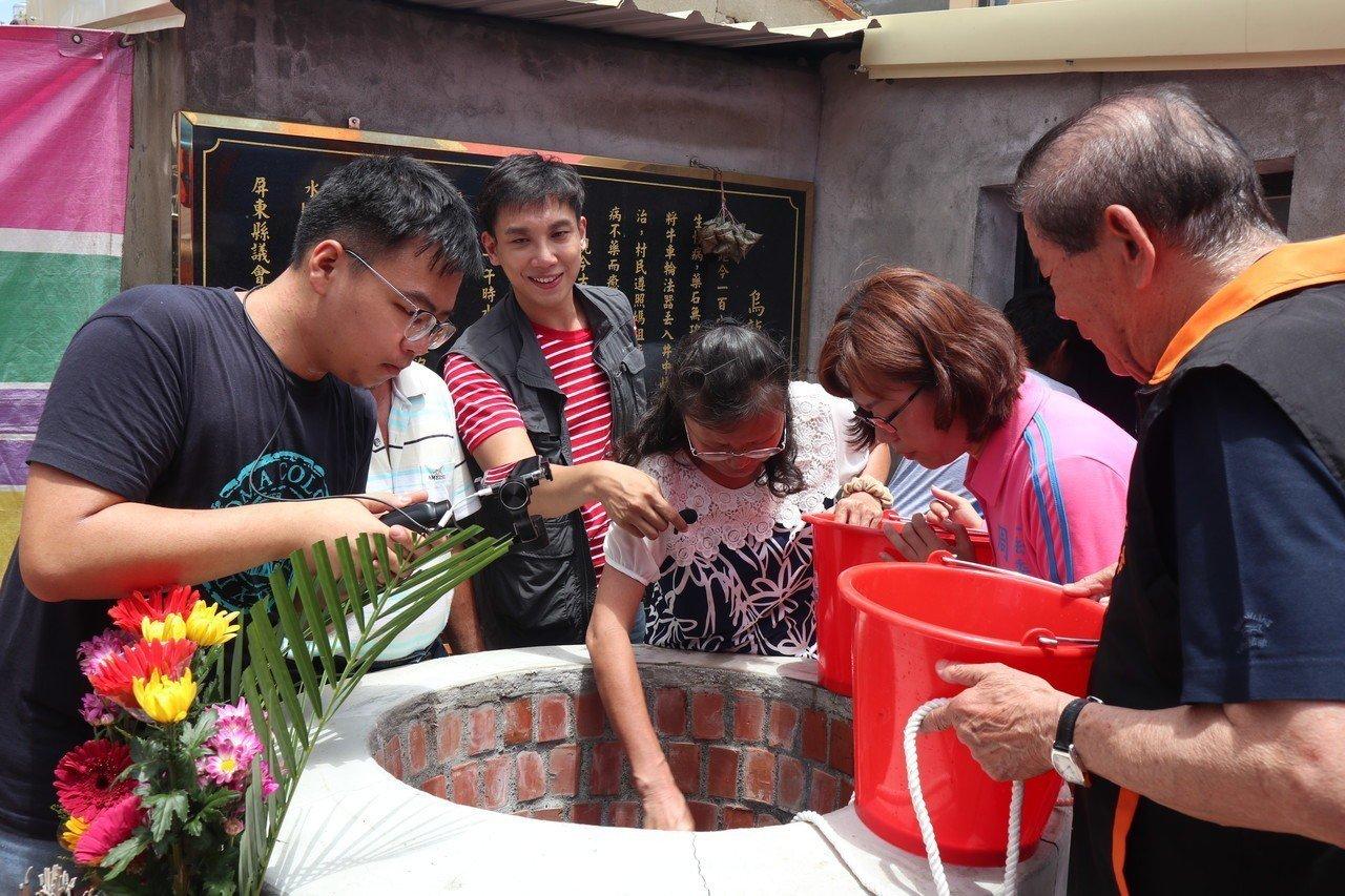 傳承端午「祈午時水」傳統 新園烏龍村古井不「烏龍」