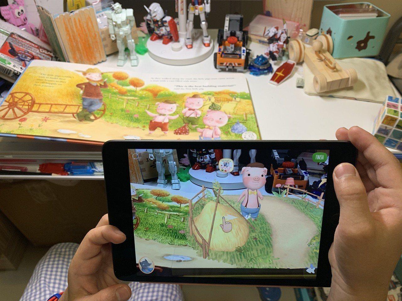 奇幻投影AR立體書搭配專屬App,平面的書籍立刻變成立體動態的故事。記者黃筱晴/...
