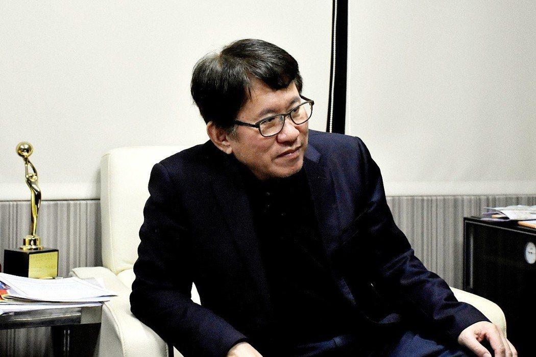 雙北老屋改建協會理事長胡偉良分享辨別專業「危老推動師」小訣竅。記者王威智/攝影