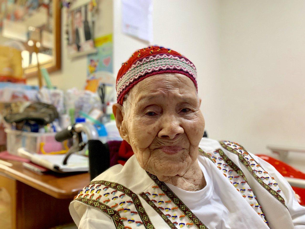 現年98歲的賽德克族人林智妹,實際上已經破百歲,額頭上的文面曾被日人刮除,也因為...