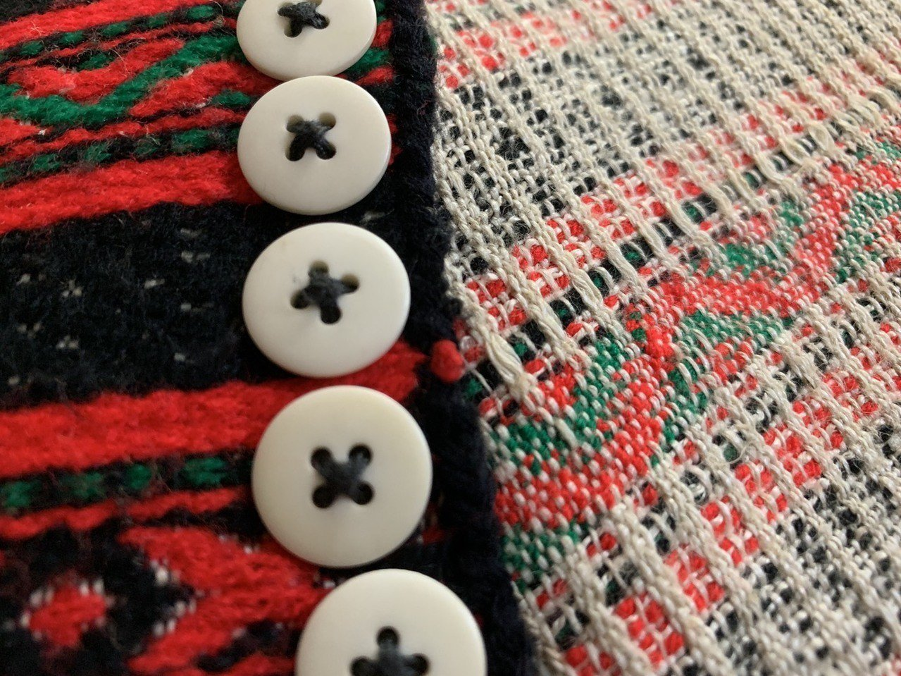 現年98歲的賽德克族人林智妹的這件衣服,是20幾歲自己做的,到現在還能穿。記者魏...