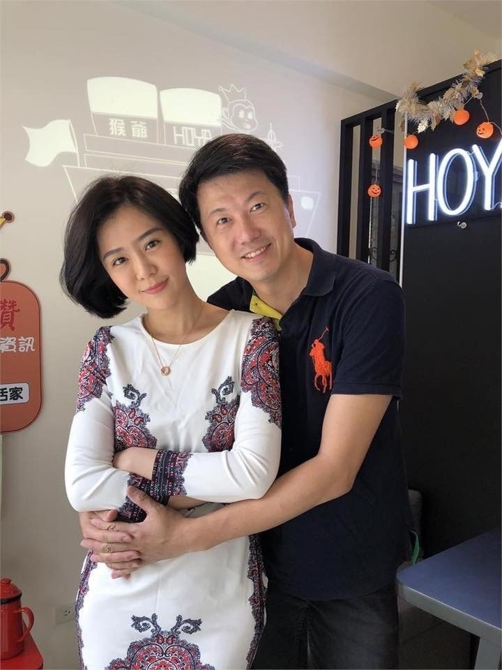 文汶忙美容事業,吳皓昇甘心當個「賢內助」。圖/摘自臉書