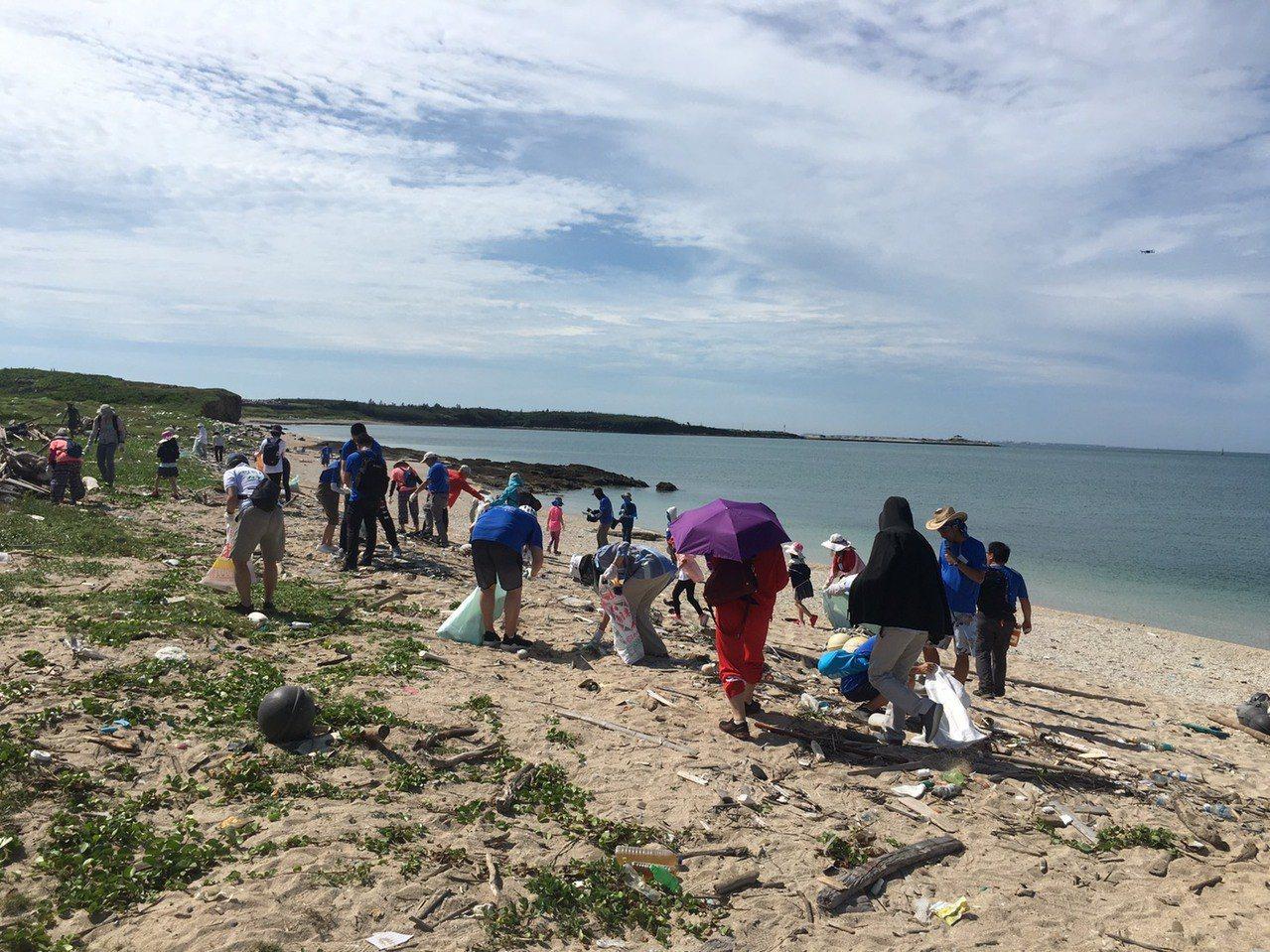 澎湖沙灘塑膠垃圾多 源頭減塑管理更迫切