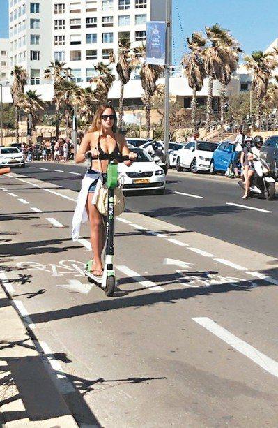 共享電動滑板車不只在歐美城市盛行,以色列特拉維夫的市區及海邊也常可見遊客騎乘。 ...