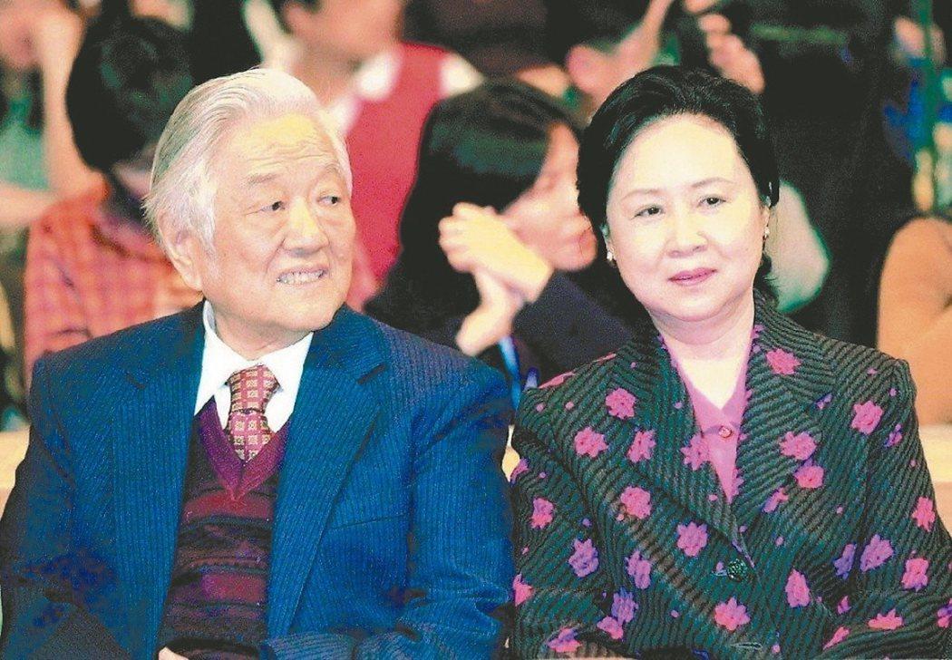 皇冠文化集團創辦人平鑫濤(左)享壽92歲。 圖/聯合報系資料照片