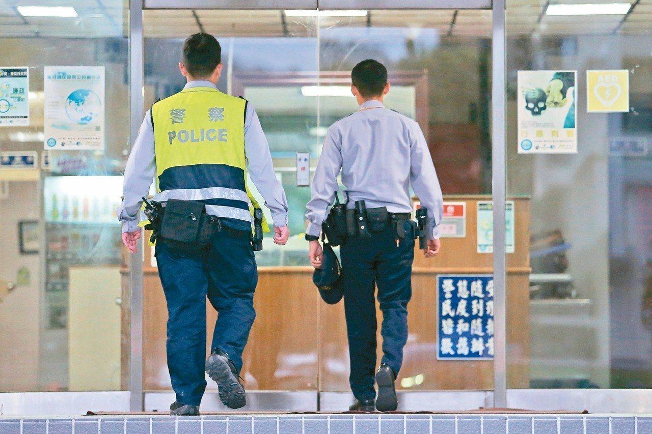 一名網友回憶曾在警察單位服替代役,看了許多基層員警執勤時的無奈,讓他很感慨。照片...