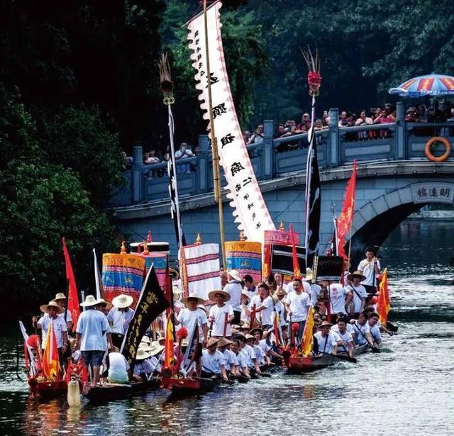 佛山「鹽步老龍」是中國大陸最古老的龍舟之一。 (取自網路)