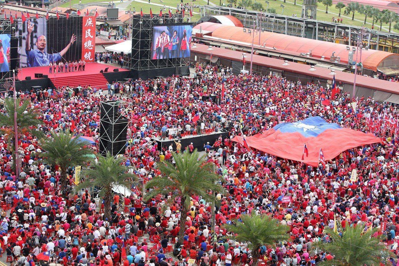 韓國瑜造勢大會在花蓮市六期重畫區舉行,數萬名支持者到場力挺、場面壯觀。記者林澔一...