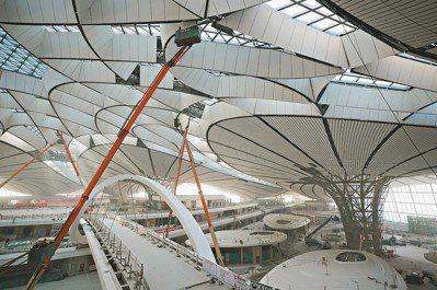 被譽為中國「新國門」的北京大興國際機場預計於今年9月啟用,斥資人民幣800多億元...