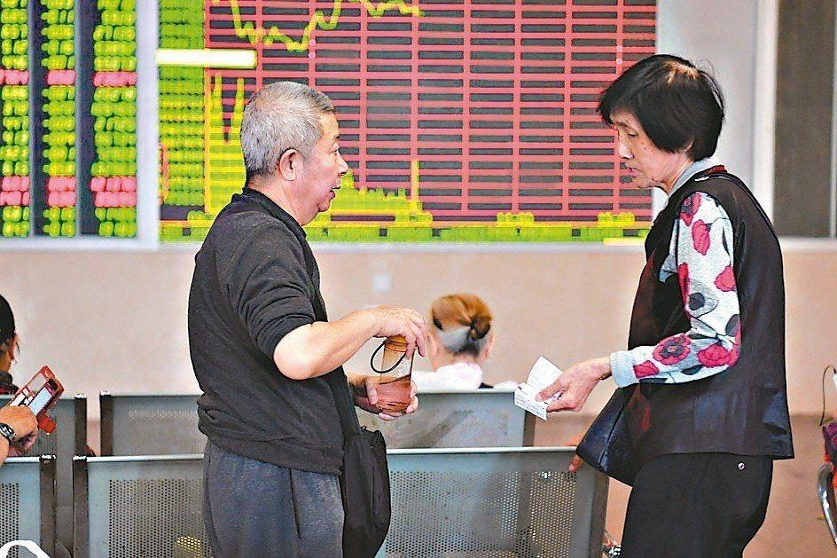 A股震盪,龍頭券商跟中小型券商業績分化態勢逆轉。 中新社