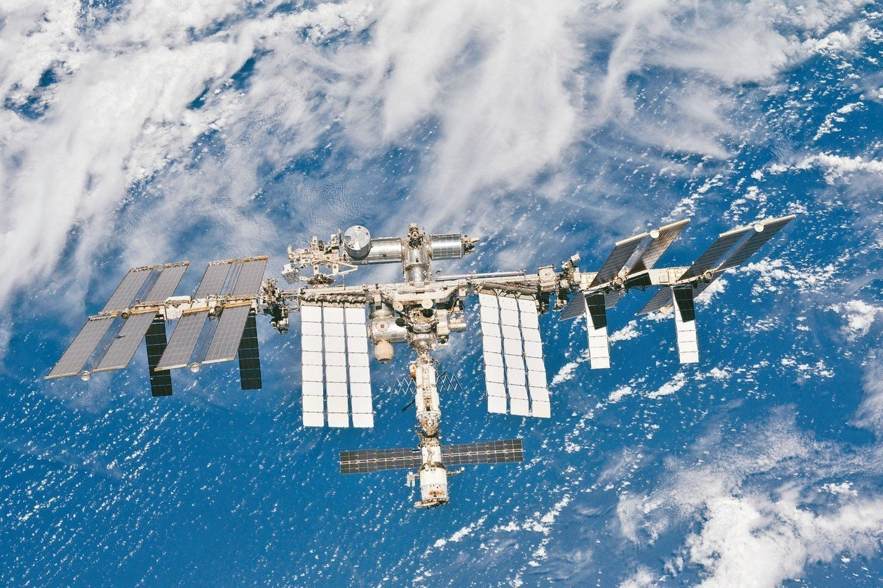 從聯合號太空船拍攝的國際太空站影像。 路透