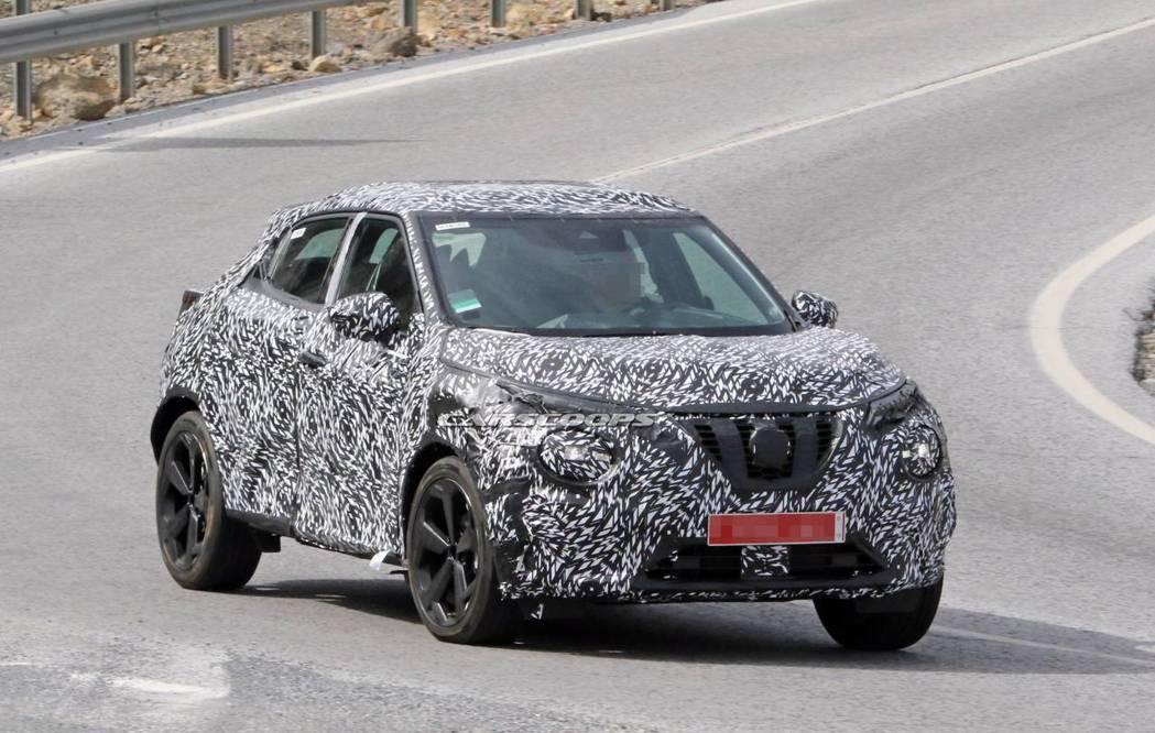 外媒猜測第二代Nissan Juke預計年底前才會亮相。 摘自Carscoops