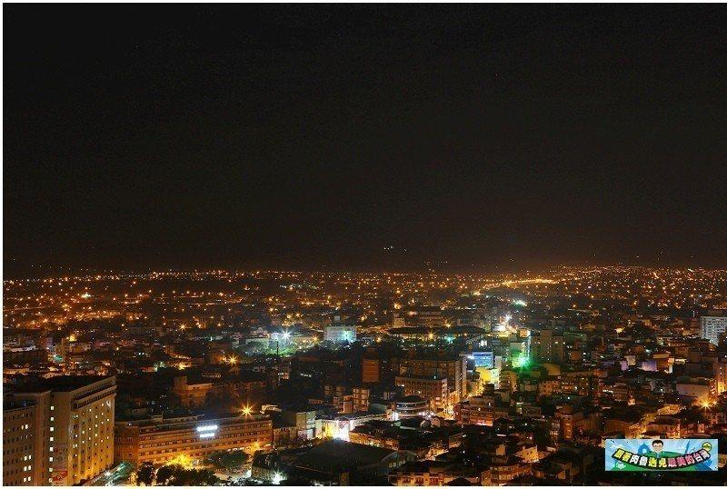 圖/THE ROOF 190高空酒吧望出去的宜蘭夜景令人驚豔。部落客:「肉魯 走...
