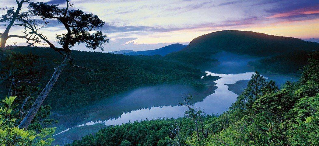 太平山暑假日出時間約在清晨5點到5點30分間,凌晨就開園,遊客可趕在天明前,就進...