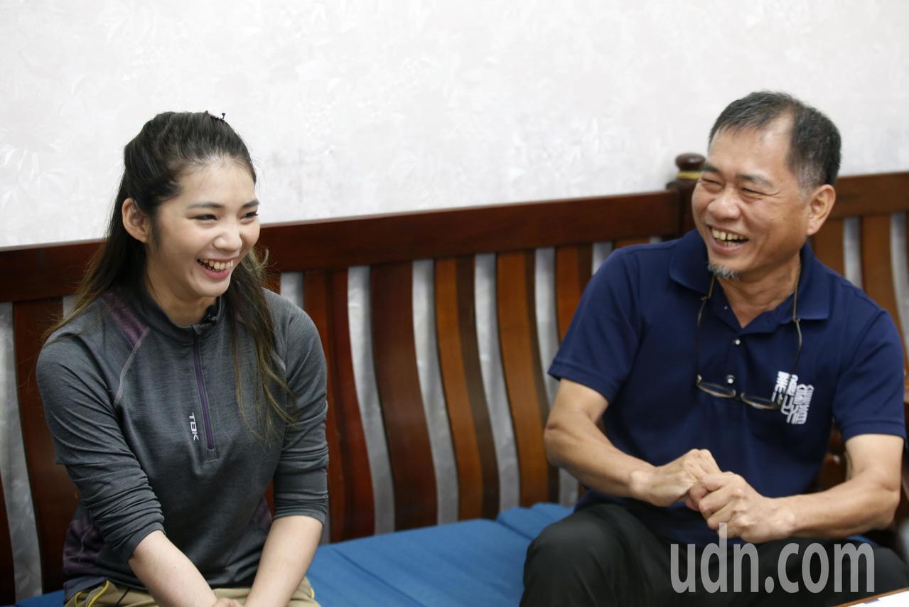 登山家詹喬愉(左)與山難搜救師父劉崑耀(右)。記者鄭超文/攝影
