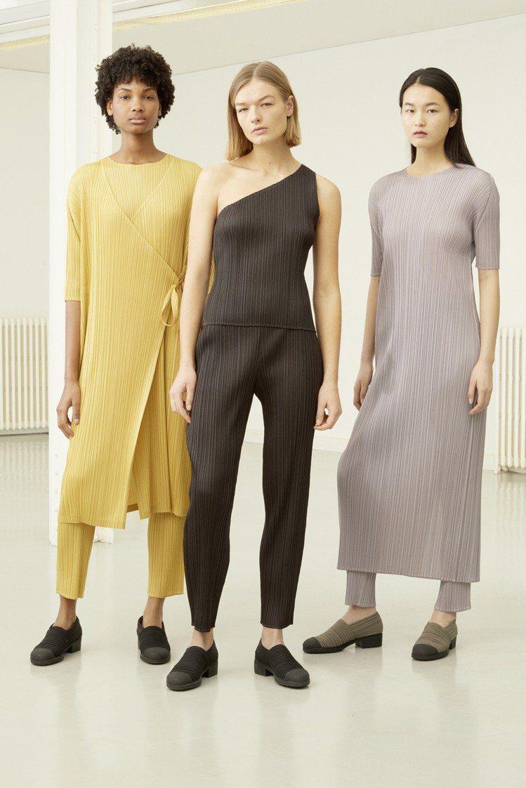 (左)短袖上衣7300元、罩衫19,800元;(中)無袖上衣5,800元;(右)...
