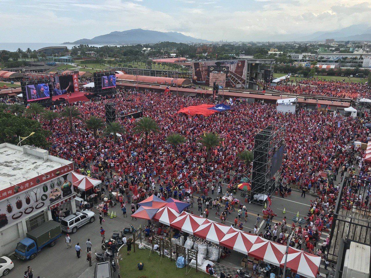 許多韓粉已湧入韓國瑜造勢會場,主辦單位宣布已經現場已經有。記者王燕華/攝影