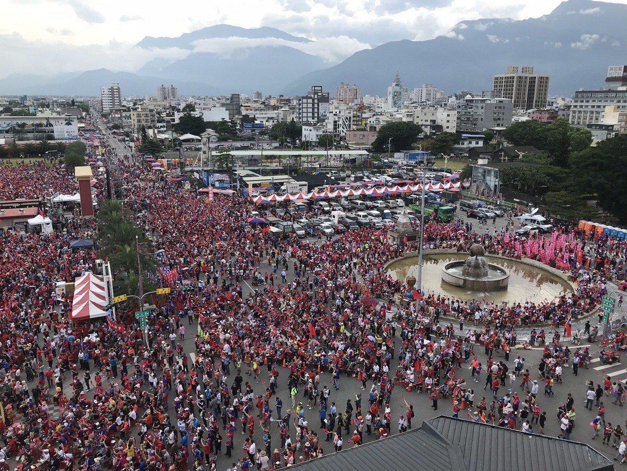 花蓮挺韓大會人數突破12萬人,是花蓮歷來最大場。記者王燕華/攝影