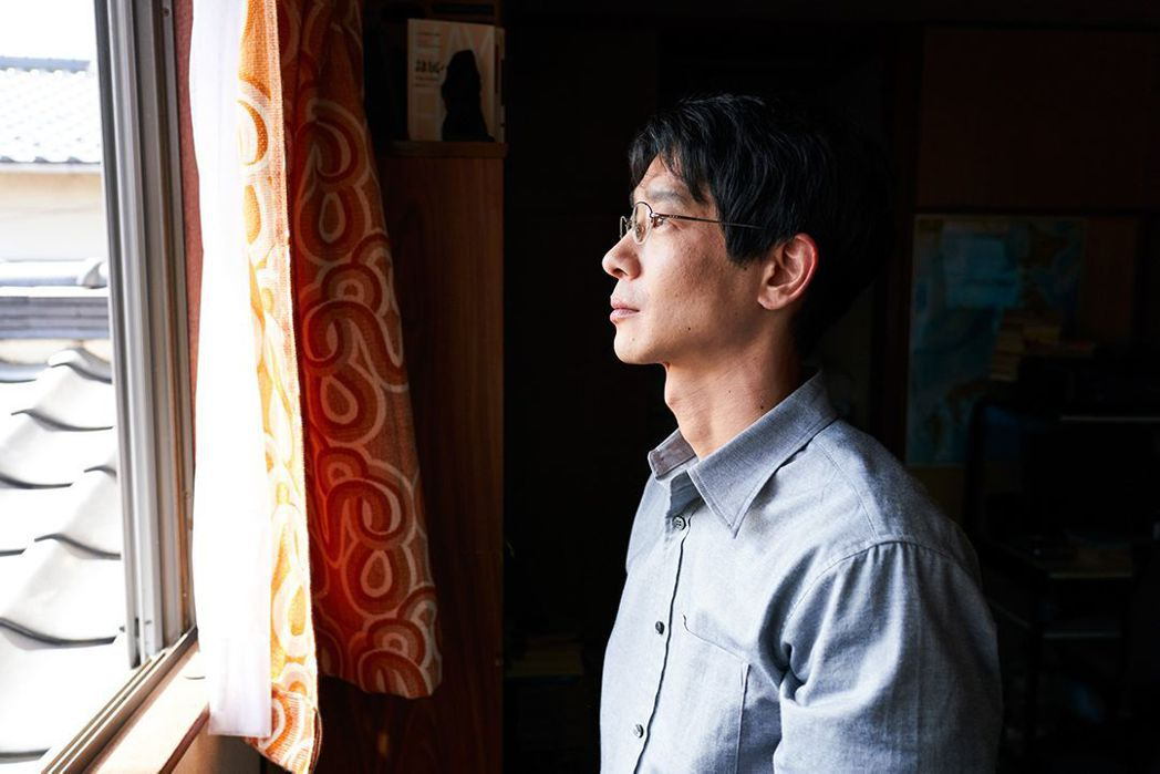加瀨亮飾演長期繭居在家的長子。圖/捷傑提供