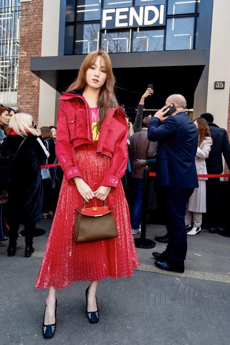 李聖經在米蘭時裝周期間即穿上全新的Roma Amor系列。圖/FENDI提供