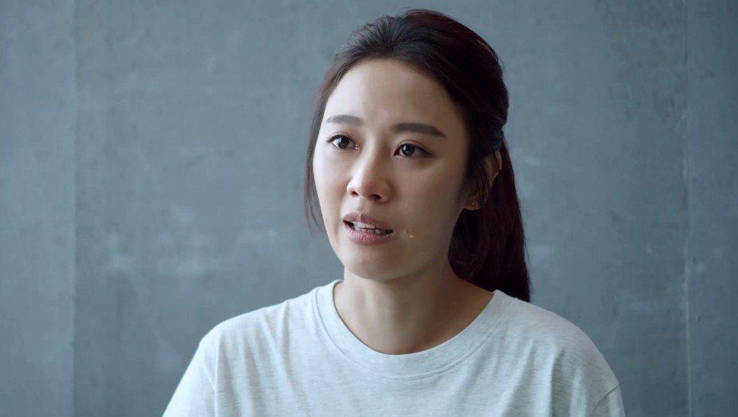 方宥心在「最佳利益」中飾演過勞司機家屬,因翻車事件被貼「殺人犯」家屬。圖/華視提