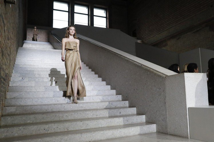 Max Mara是首個在柏林新博物館舉辦時裝秀的品牌。圖/Max Mara提供