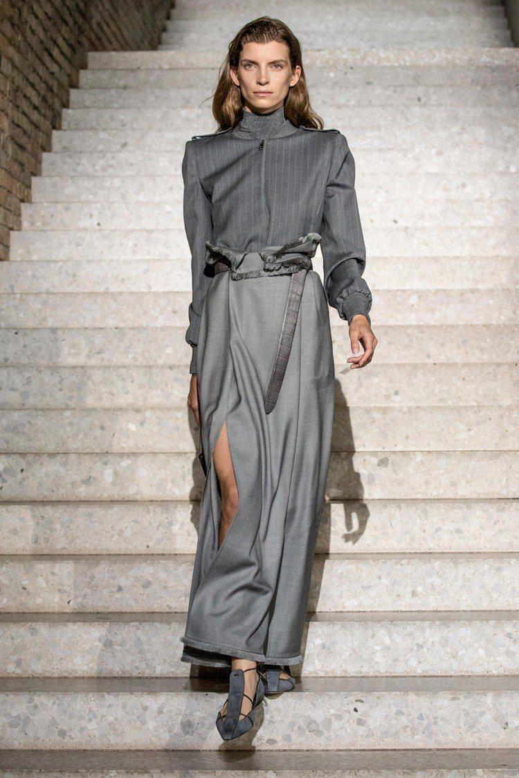 灰色套裝展現了當代女性的俐落自信美。圖/Max Mara提供
