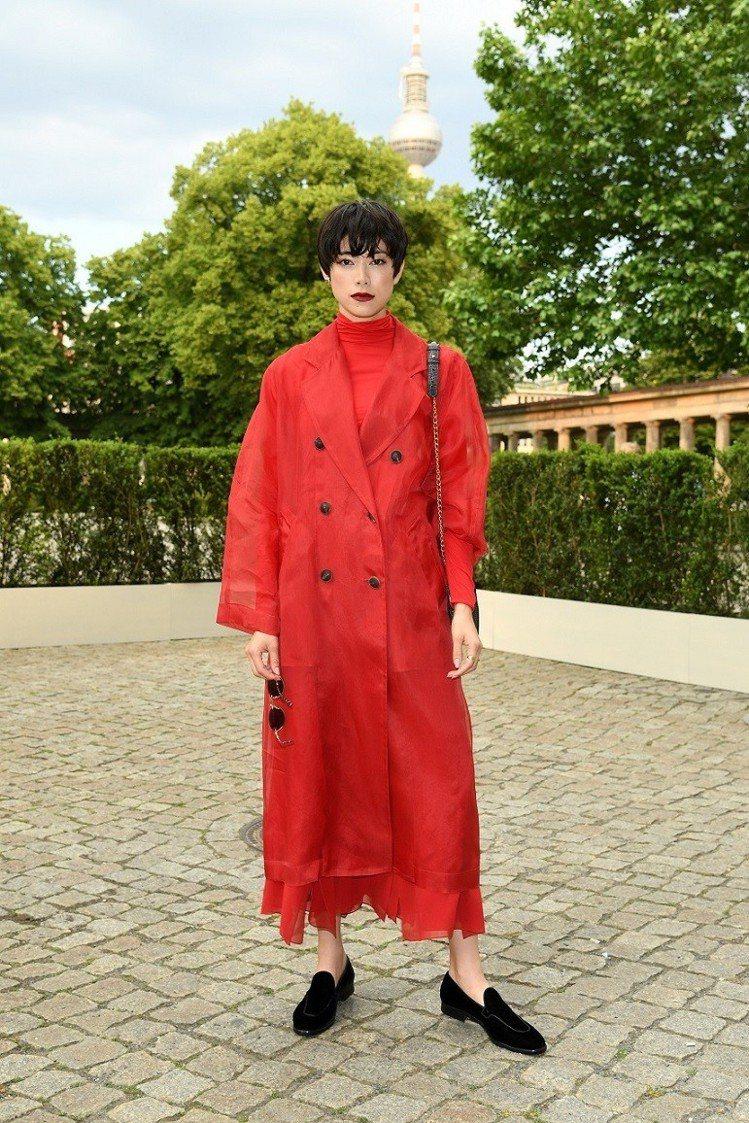 模特兒森星以紅色大衣出席Max Mara 2020早春大秀。圖/Max Mara...