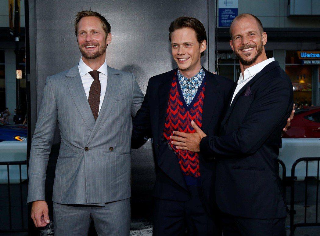 亞歷山大史卡斯嘉(左起)與兩個弟弟比爾、古斯塔夫都成功打進美國娛樂圈。圖/路透資...