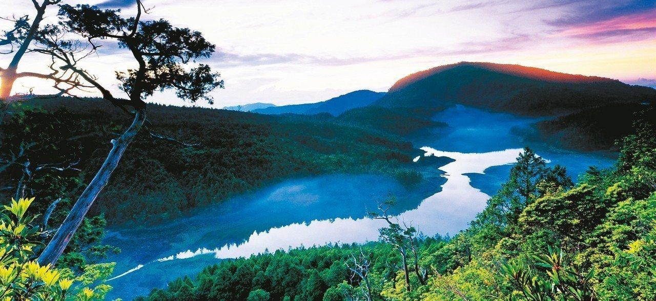 暑假期間,遊客可趕在天明前就到太平山及翠峰湖,迎曙光、賞日出。 圖/林務局羅東林...