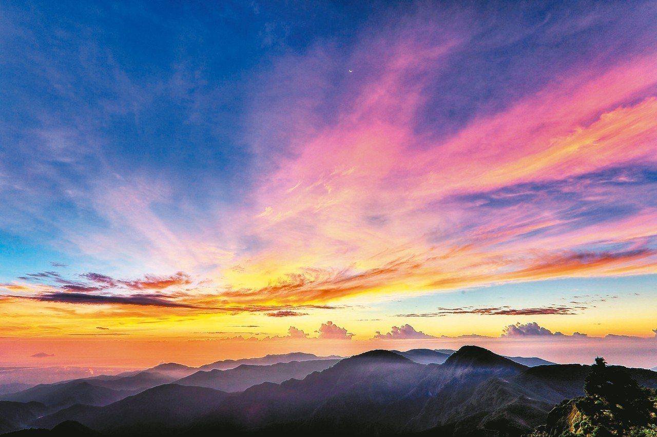 太平山暑假日出時間約在清晨5點到5點30分間,凌晨就開園。 圖/林務局羅東林區管...