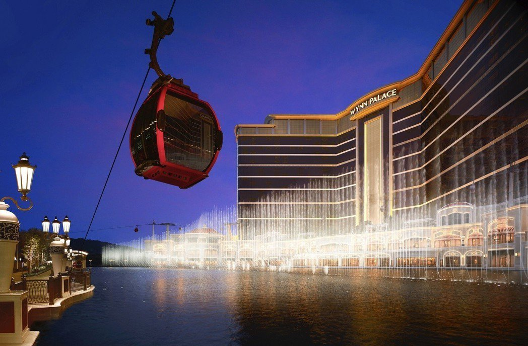 澳門酒店纜車與水舞表演。澳門旅遊局/提供