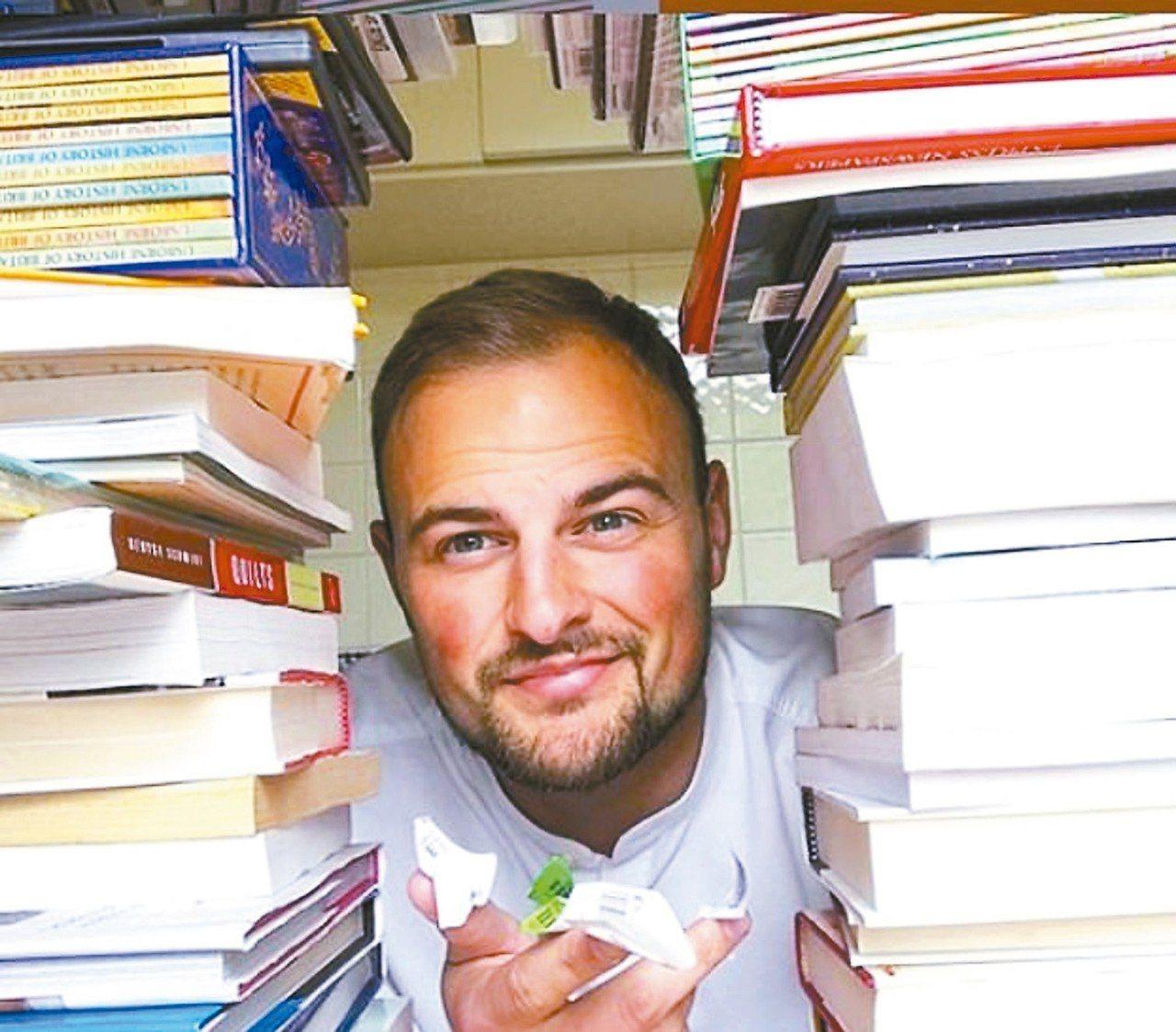 英國26歲老師斯托特在網路賣二手書,1年進帳4.2萬英鎊(約台幣167萬元)。 ...
