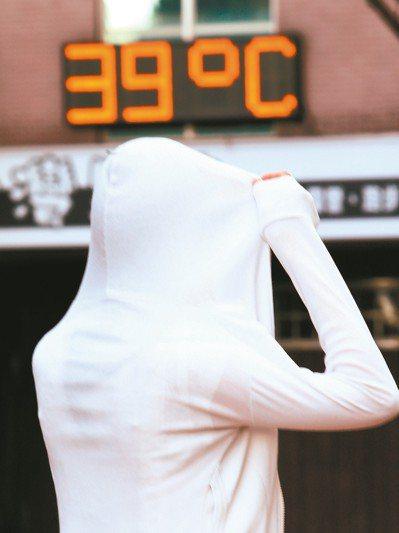 國衛院研究顯示,年均溫每升高1度,逾65歲男性長者與女性長者分別增加18%與14...