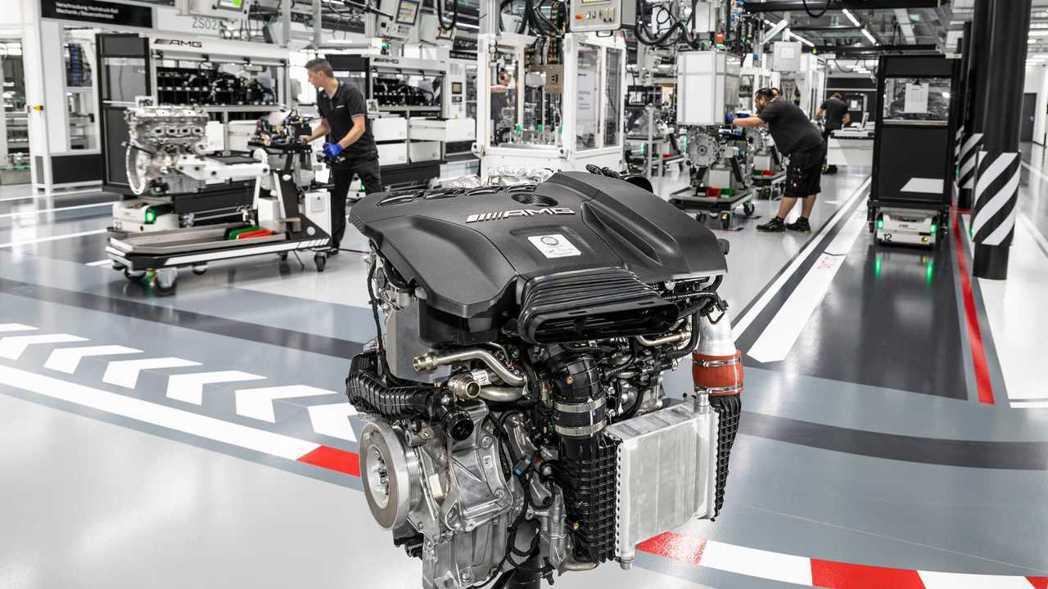 Mercedes-AMG 代號M139 2.0升四缸渦輪引擎。 摘自Merced...