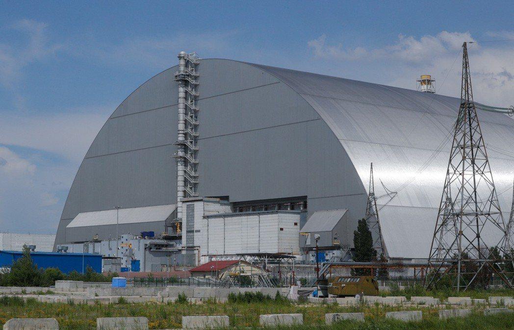 車諾比核電廠四號反應爐倖存區附近新建一座避難所。(歐新社)