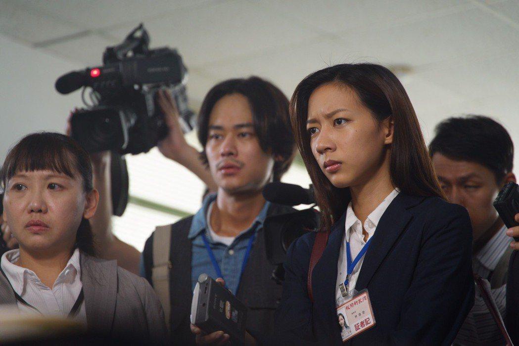 陳妤(右)、夏騰宏飾演記者。圖/馬克吐溫國際影像公司提供