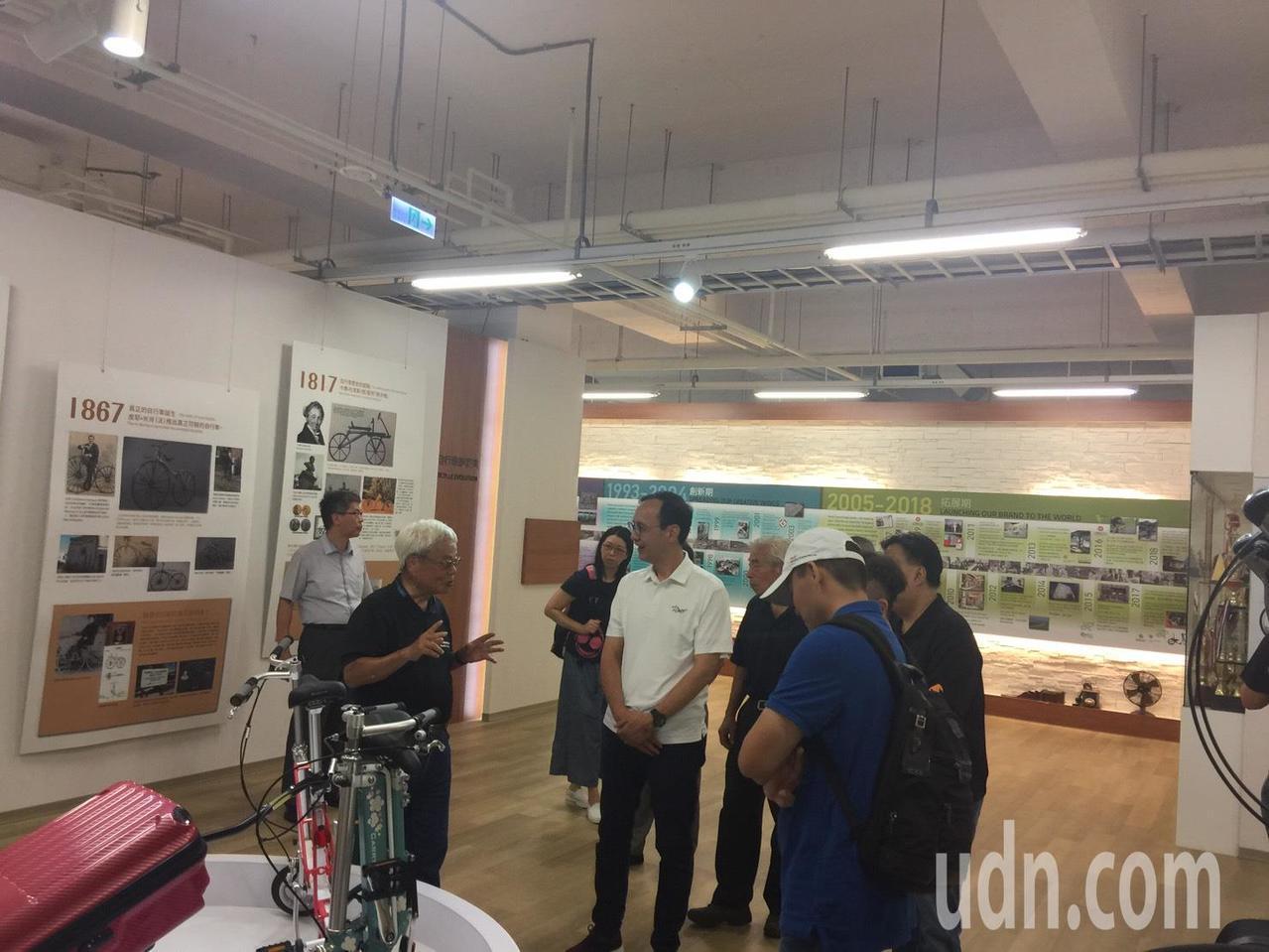 朱立倫參觀太平洋自行車公司收到熱情歡迎。記者鄭國樑/攝影