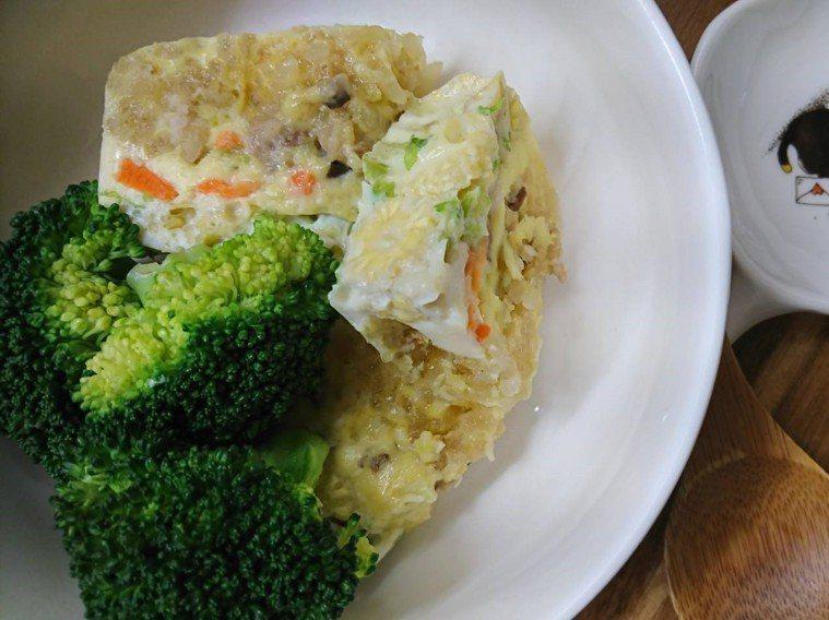 吃不完的肉粽,其實可以變身為「粽子蒸蛋」。 圖/林靜莉提供