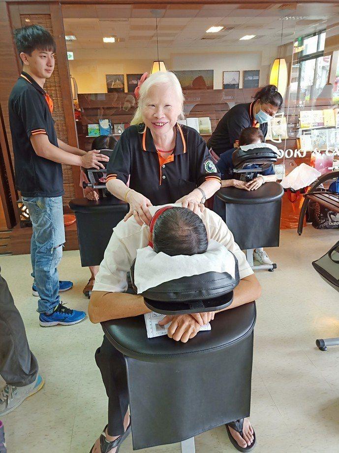 雲林縣府辦理視障按摩巡迴 讓視障就業有管道