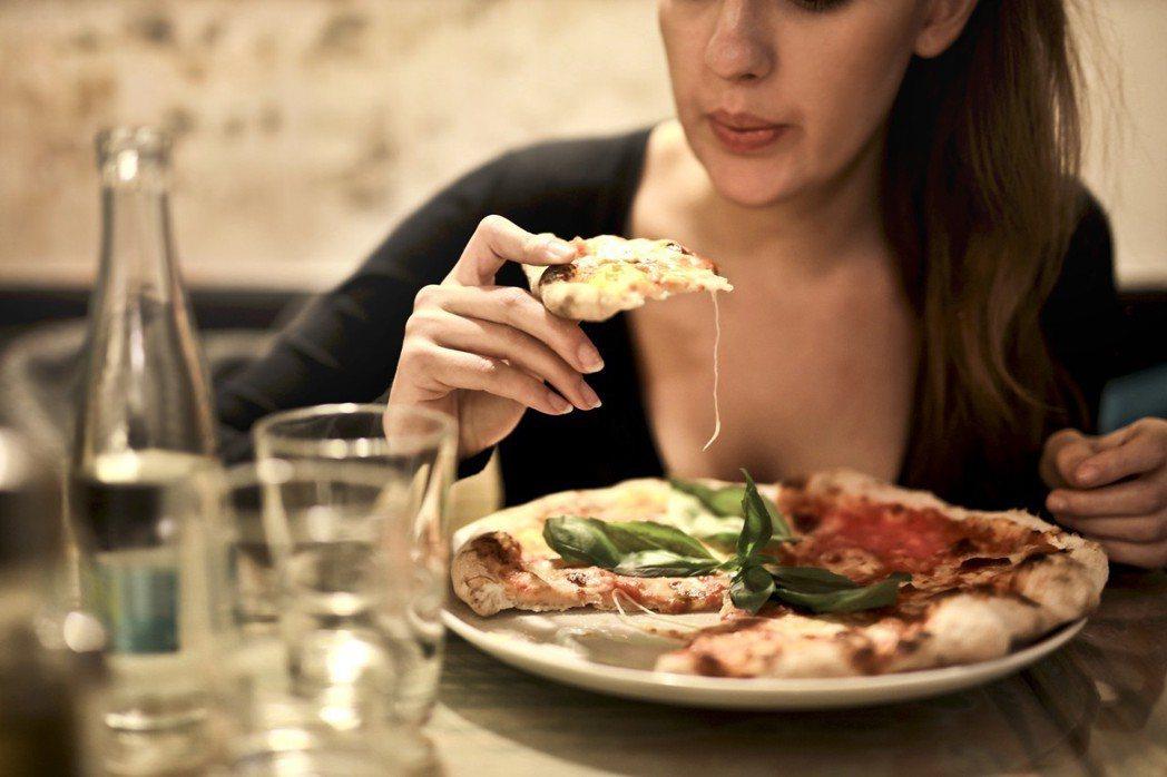 吃重口味,鈉含量高的食物易造成水腫。圖/摘自stocksnap