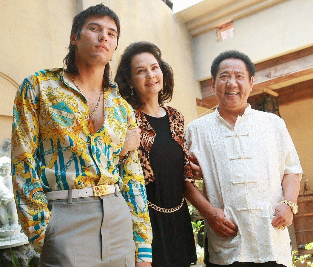 馬如龍曾演出電影「艋舺」,圖為演員鳳小岳(左起)、席曼寧、馬如龍等。本報資料照片