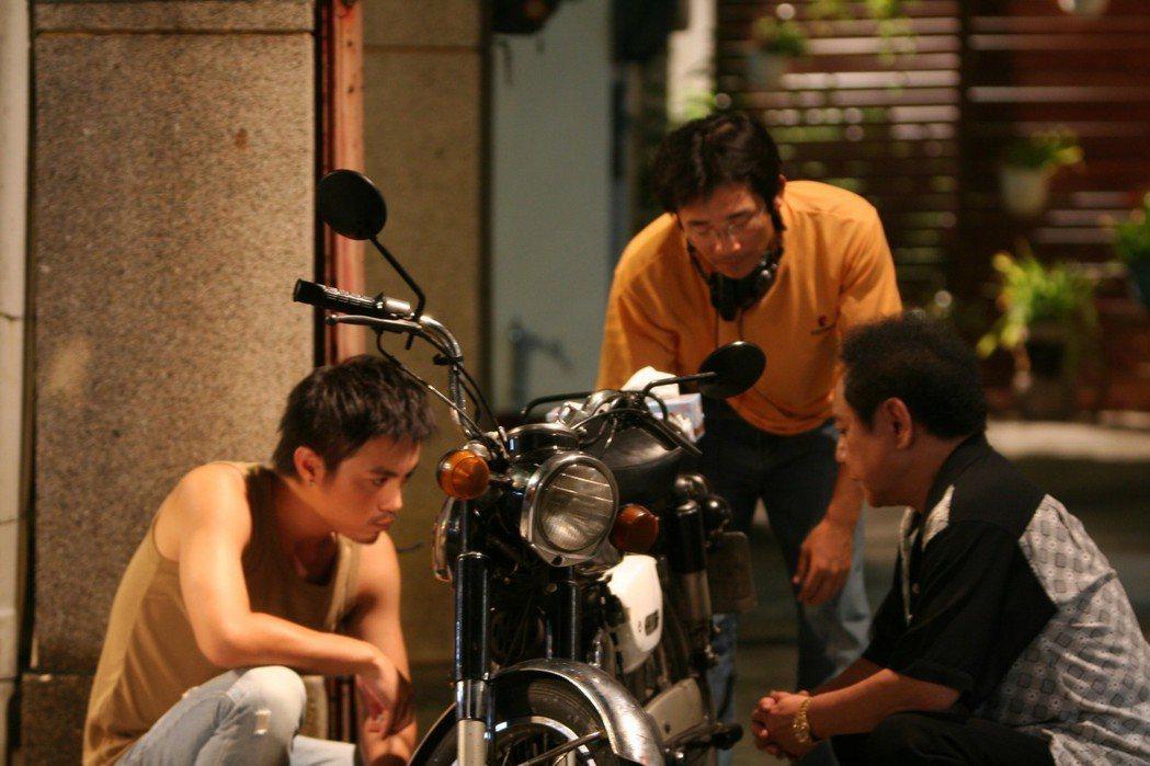 「海角七號」男主角阿嘉(左,范逸臣飾)與繼父(右,馬如龍飾)角色鮮活,頗獲好評。...