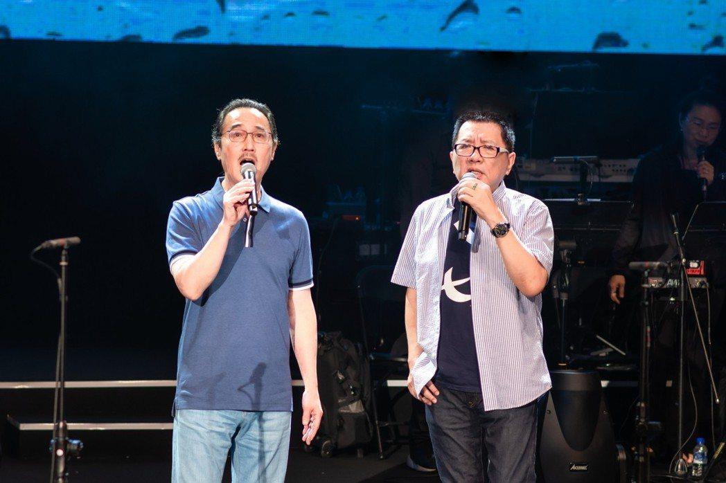 趙樹海(左)、王夢麟為公益音樂會彩排。圖/罕病基金會提供
