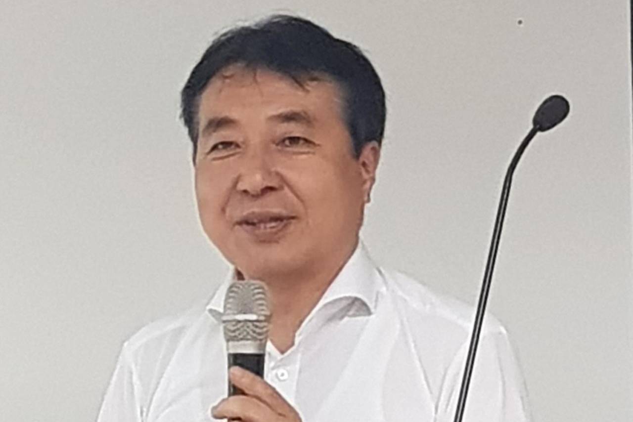 日本再生能源政策研究所所長飯田哲也到台南演講,談全球的再生能源趨勢。記者修瑞瑩/...