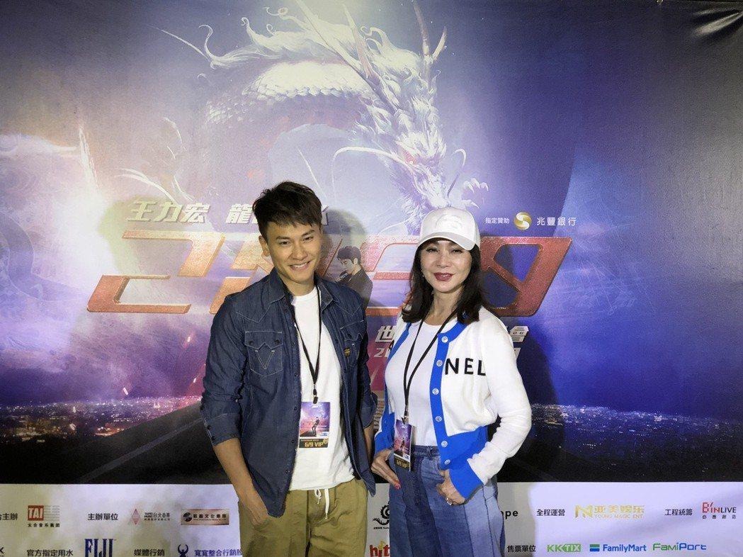 陳美鳳(右)、王建復欣賞王力宏演唱會。記者林士傑/攝影