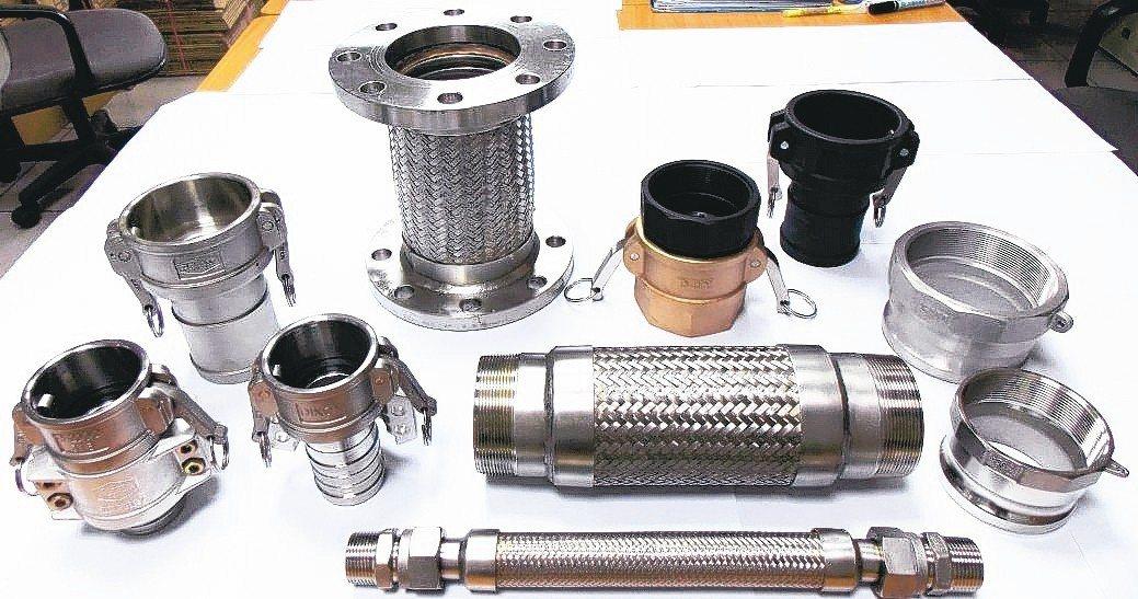 鑣達精機提供全系列各尺寸大流量快速接頭與不銹鋼軟管。 曹佳榮/攝影