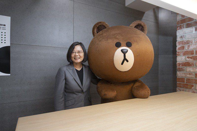 蔡英文總統參訪LINE台灣辦公室。 圖/總統府提供
